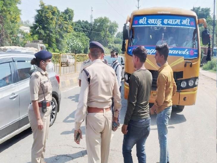 बिना वर्दी, नेम प्लेट बस चलाते मिले चालक, जो वर्दी पहने थे उन पर बैज नहीं था, गाड़ी रोककर पुलिस ने वसूला जुर्माना|ग्वालियर,Gwalior - Dainik Bhaskar