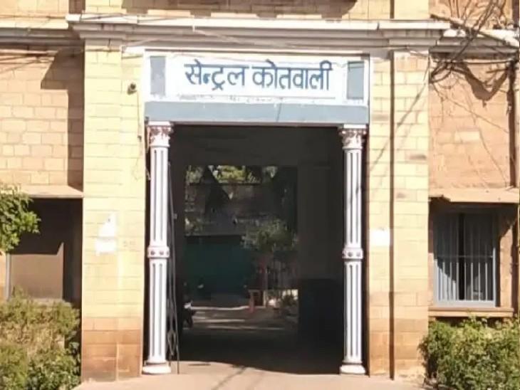 व्यापारी को MP की डीलरशिप देकर भेजे फूडस प्रोडक्ट, एक्सपायरी निकलने पर माल वापस लिया, लेकिन कैश नहीं लौटा रहे|ग्वालियर,Gwalior - Dainik Bhaskar
