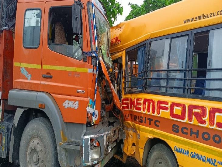 चांदनी चौक पर हुआ हादसा, बस चालक औरखलासी गंभीर रूप से घायल; ट्रक चालक फरार|मुजफ्फरपुर,Muzaffarpur - Dainik Bhaskar