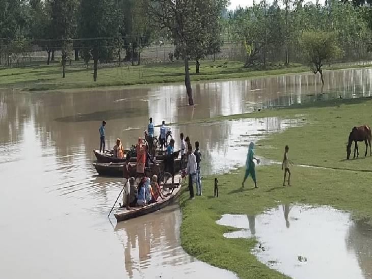 पूरे इलाके में मंडराया बाढ़ का खतरा,एक दर्जन से अधिक घर कटान में बहे सीतापुर,Sitapur - Dainik Bhaskar