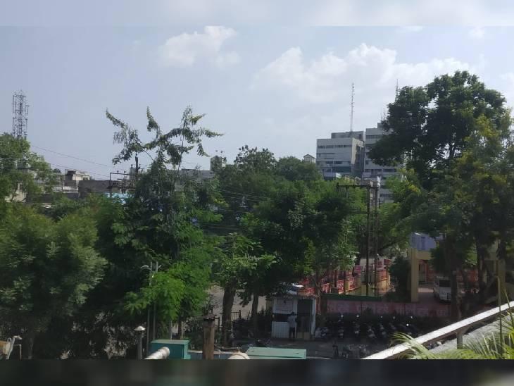 बादल छाने से बढ़ी उमस-गर्मी, कई जिलों में पारा 30 डिग्री से ज्यादा; दो दिन ऐसा ही रहेगा मौसम|ग्वालियर,Gwalior - Dainik Bhaskar