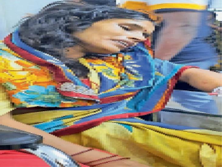 गोद में लेकर पोता होने की दी बधाई, दादी की नजर हटते ही बच्चे काे लेकर रफूचक्कर|धनबाद,Dhanbad - Dainik Bhaskar