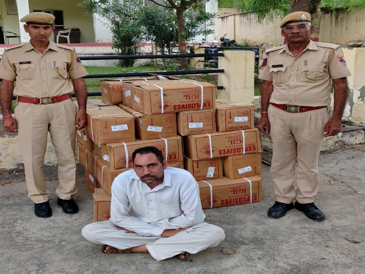 पुलिस ने एक को किया गिरफ्तार , 875 किलोग्राम विस्फोटक सामग्री और पिकअप गाड़ी को भी किया जब्त सीकर,Sikar - Dainik Bhaskar