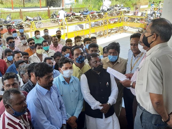 नगरीय निकायों में व्यापमं के जरिए भर्ती का विरोध, मांगी स्थायी नियुक्ति|रतलाम,Ratlam - Dainik Bhaskar