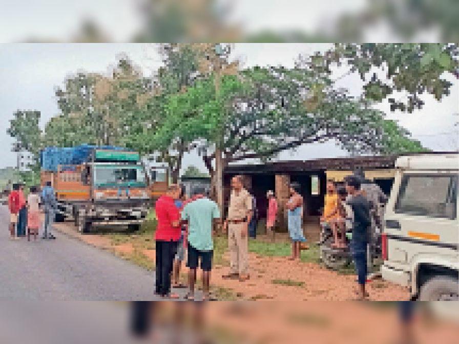 कोयला लदी मोटरसाइकिल और ट्रक के भिड़ंत में बाइक चालक की मौत|बेंगाबाद,Bangabad - Dainik Bhaskar