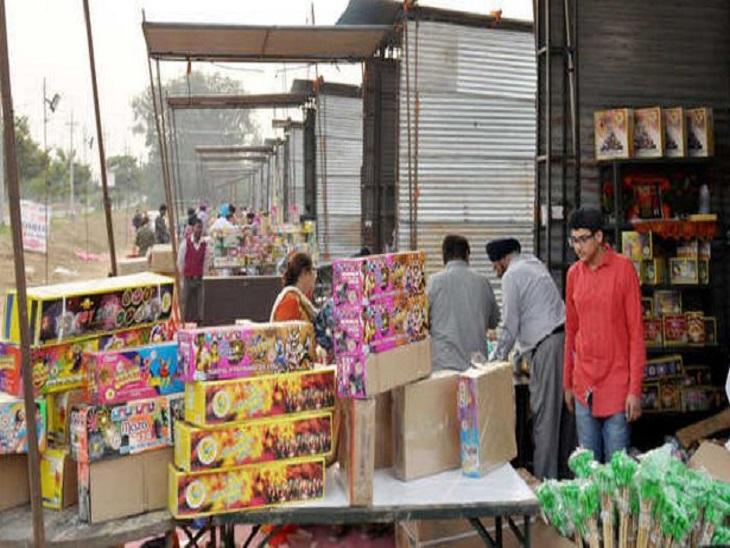 700 आवेदनों में से 250 एक ही व्यापारी ने भरवाए, बिना लाइसेंस बेचने वालों पर होगी कड़ी कार्रवाई अमृतसर,Amritsar - Dainik Bhaskar