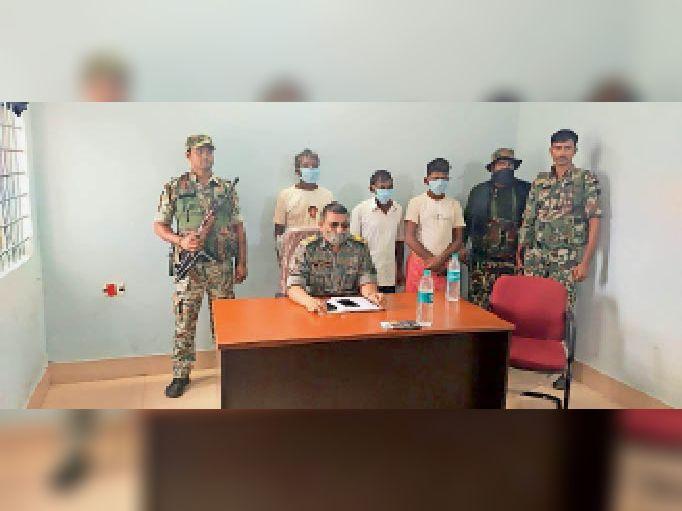 खड़गपुर के तितपनियां जंगल से 3 नक्सली गिरफ्तार|हवेली खड़गपुर,Haveli Kharagpur - Dainik Bhaskar
