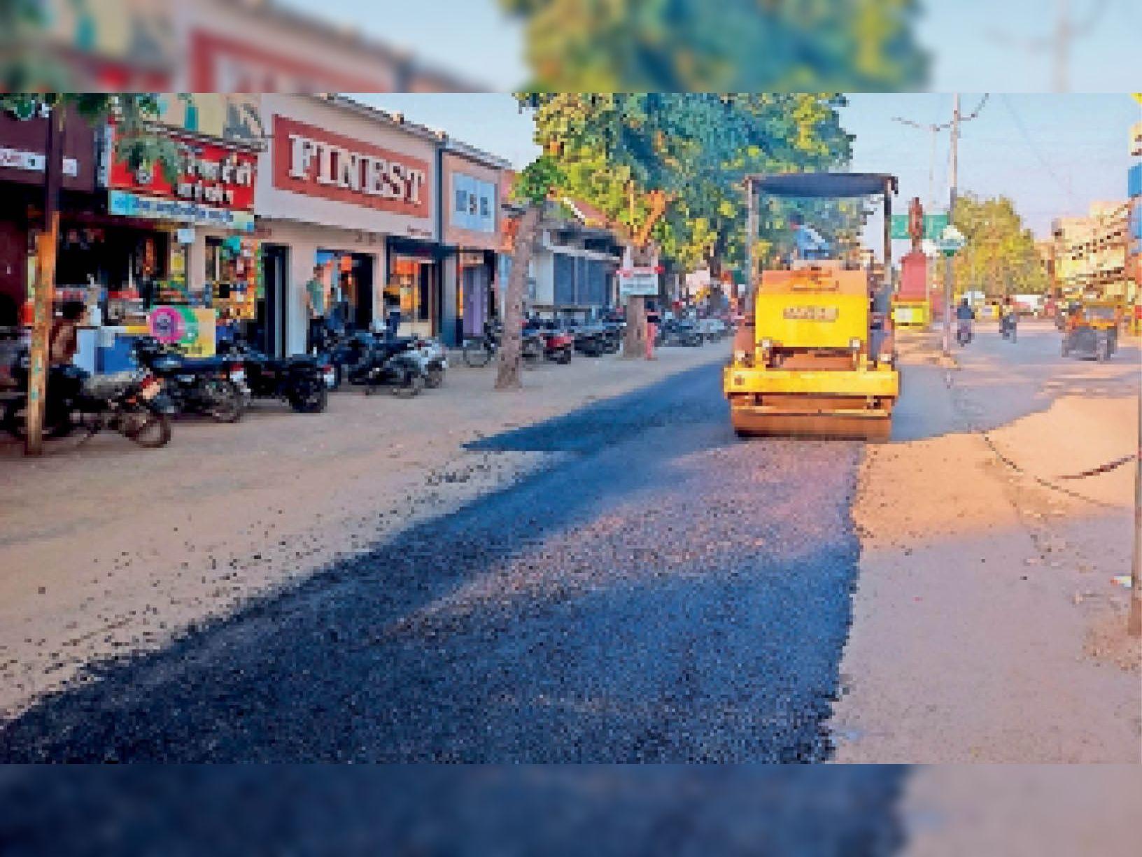 पानी, सीवरेज और बारिश से जर्जर सड़कों का 85 लाख की लागत से होगा पेचवर्क|रतलाम,Ratlam - Dainik Bhaskar