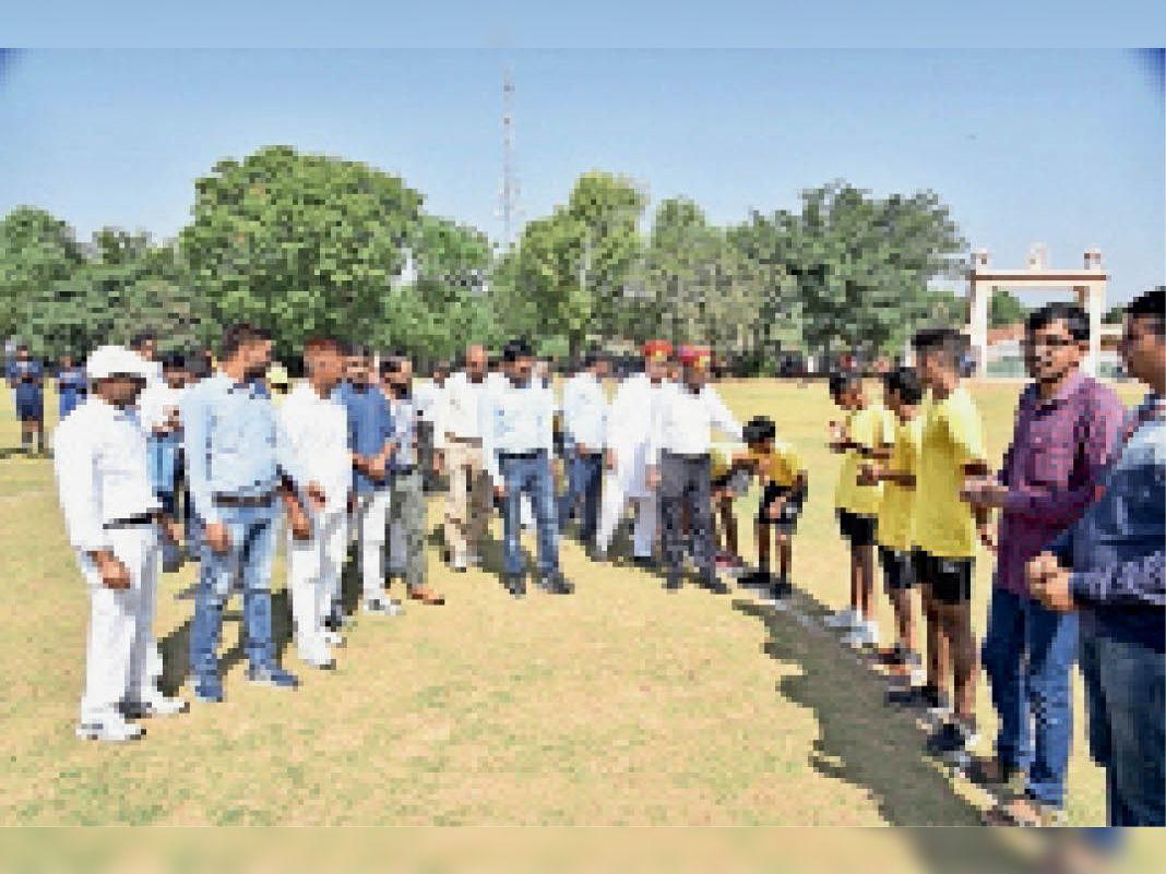 जिला स्तरीय फुटबॉल प्रतियोगिता के उद्घाटन मैच में जीत दर्ज की कोलीड़ा ने|सीकर,Sikar - Dainik Bhaskar