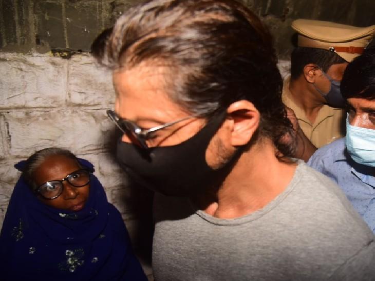 कांच की दीवार के पीछे खड़े बेटे से हुई बात, दोनों भावुक हुए|बॉलीवुड,Bollywood - Dainik Bhaskar