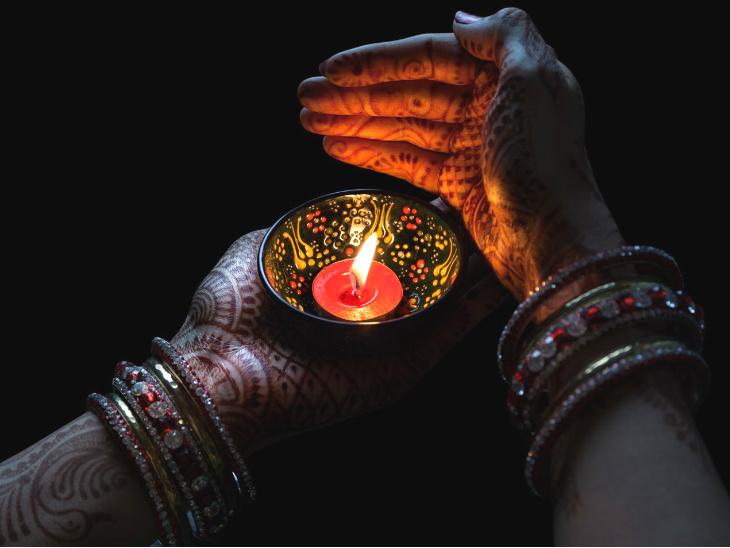 इस महीने महिलाओं के लिए तीज-त्योहार के 12 दिन; दीपदान, तुलसी पूजा और तीर्थ स्नान की परंपरा भी|धर्म,Dharm - Dainik Bhaskar