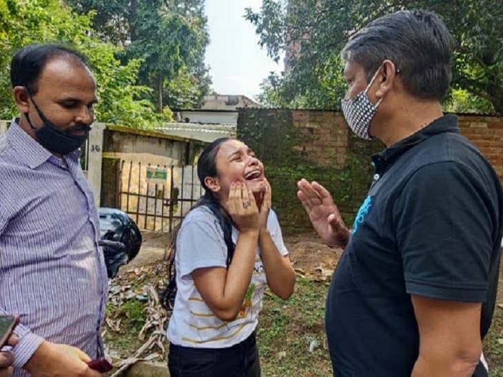 रिक्शा में बैठ पिता के साथ किताब खरीदने जा रही थी युवती, बाइक सवार बदमाशों ने छीना पर्स|जमशेदपुर (पूर्वी सिंहभूम),Jamshedpur (East Singhbhum) - Dainik Bhaskar