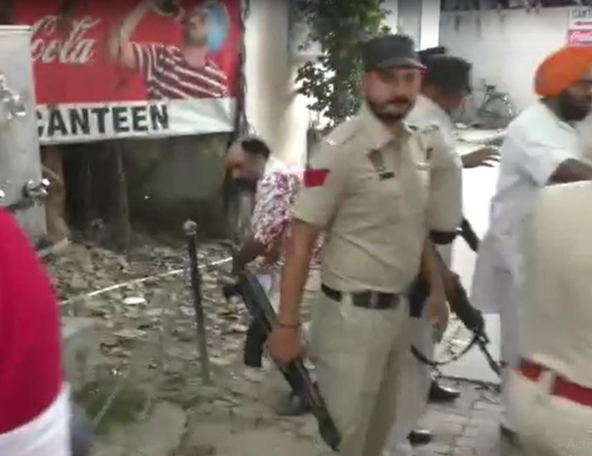 लुधियाना में मंड और निहंगों में गाली-गलौज, जान बचाकर भागते समय गिरने से उतरी पगड़ी अमृतसर,Amritsar - Dainik Bhaskar