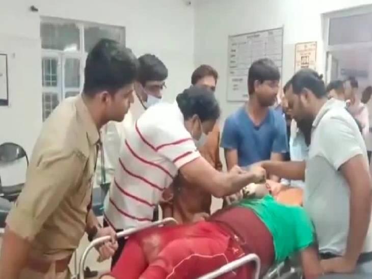 तेज रफ्तार बाइक पुलिया से टकराई, पूजा में शामिल होने जा रहे थे दोनों युवक जालौन,Jalaun - Dainik Bhaskar