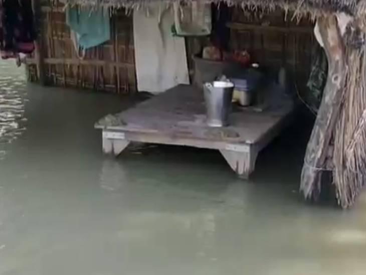 खतरे के निशान से 50 सेंटीमीटर ऊपर पहुंचा पानी, डूबने लगे आसपास के गांव गोंडा,Gonda - Dainik Bhaskar
