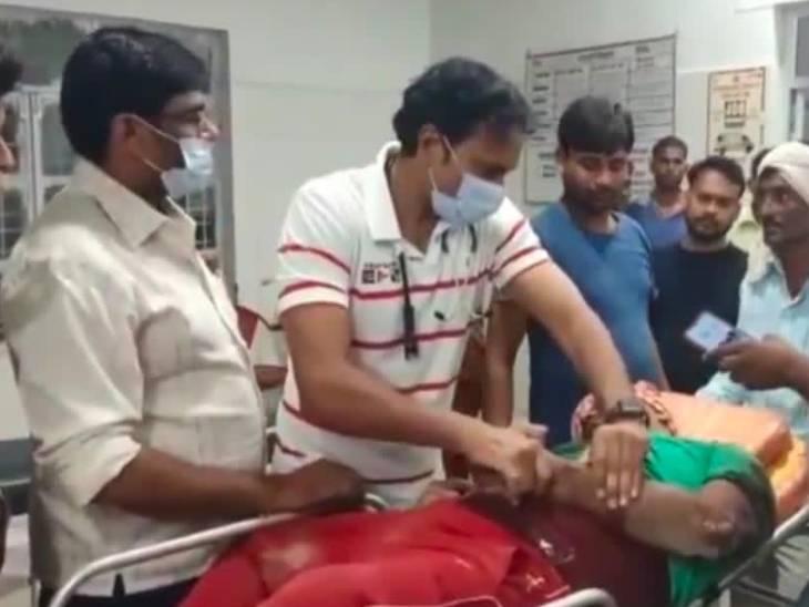 तेज रफ्तार बाइक पुलिया से टकराई, उछलकर रोड पर गिरे दोनों युवक, मौके पर ही मौत जालौन,Jalaun - Dainik Bhaskar