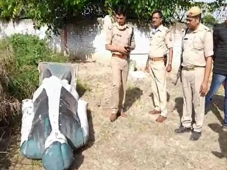 पुलिस ने कहा- नई लगाने के लिए हटाई गई है पुरानी मूर्ती, डीएम-एसपी ने दी थी अनुमति|मैनपुरी,Mainpuri - Dainik Bhaskar