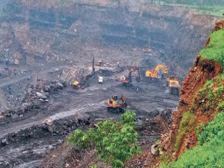 जमीन के पेंच में फंसी हैं बीसीसीएल की 10 खदानें, विवाद सुलझे ताे सालाना 5.15 मिलियन टन अधिक काेयला मिलेगा|धनबाद,Dhanbad - Dainik Bhaskar