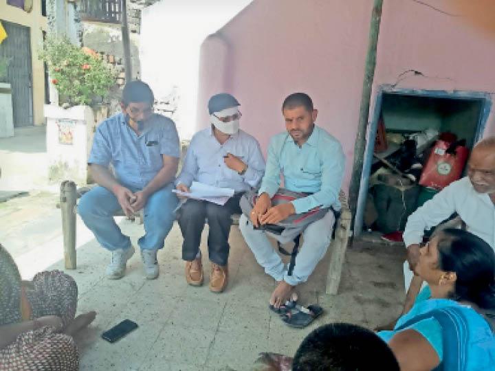 सहकारी समिति प्रबंधक पर धोखाधड़ी का केस दर्ज, दूसरे दिन फांसी लगाकर दी जान|नेपानगर,Nepanagar - Dainik Bhaskar