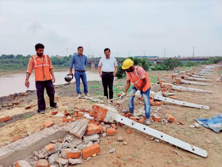 पहले की तरह नदी का बेड और स्लाेप बनाना हाेगा, जुस्काे काे 5 दिनों में हटाना होगा मलबा|जमशेदपुर (पूर्वी सिंहभूम),Jamshedpur (East Singhbhum) - Dainik Bhaskar