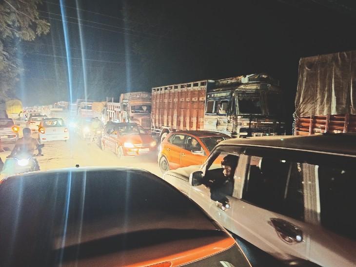 दो एजेंसियां एक साथ कर रहीं तवा पुल, फोरलेन पर काम, प्रशासन का समन्वय नहीं, जाम में फंस रहे लाेग|होशंगाबाद,Hoshangabad - Dainik Bhaskar