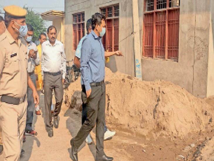 स्वीकृत टेंडर के फंड से हो रहे थे दूसरे काम, फाइलों पर ऑब्जेक्शन, नगर परिषद प्रशासक व एडीसी सचिन गुप्ता ने कैंट में चल रहे विकास कार्यों की स्थिति जांची|अम्बाला,Ambala - Dainik Bhaskar