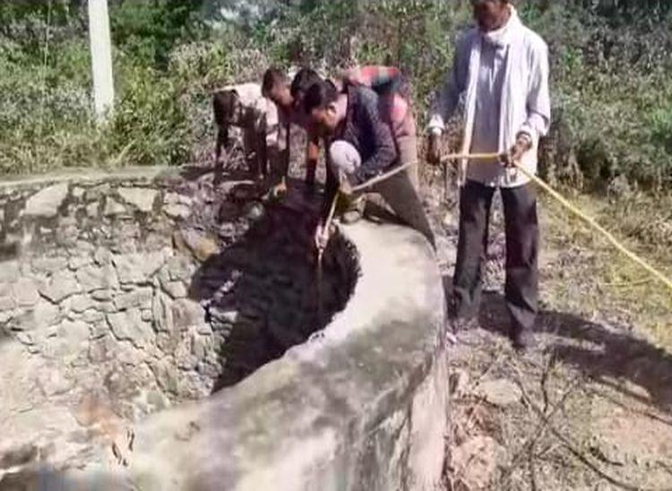 130 फीट गहरे कुएं में डूबा तेंदुआ, रेस्क्यू में बिजली कटौती बनी बाधक|पाली,Pali - Dainik Bhaskar