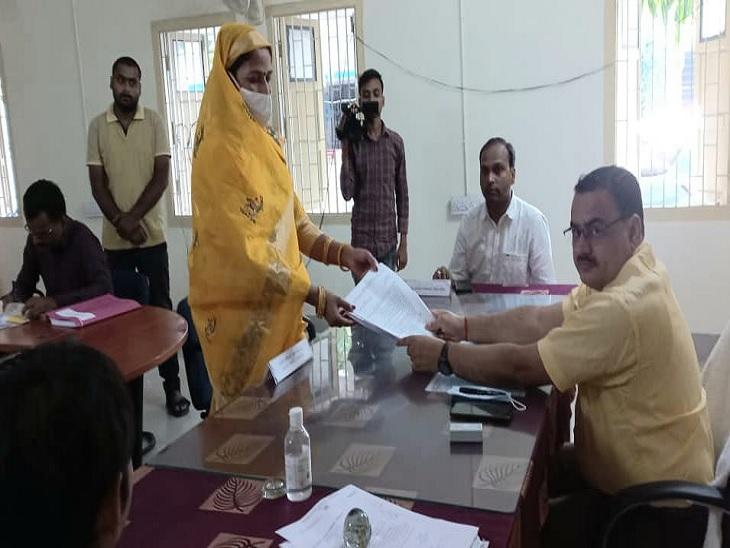 विद्यापतिनगर प्रखंड से नामांकन के पहले दिन 114 उम्मीदवारों ने दाखिल किया पर्चा बिहार पंचायत चुनाव,Bihar Panchayat Election - Dainik Bhaskar