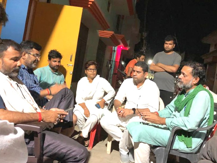 योगेंद्र यादव संयुक्त किसान मोर्चा से एक महीने के लिए सस्पेंड, लखीमपुर खीरी हिंसा में मारे गए भाजपा कार्यकर्ता के घर गए थे|देश,National - Dainik Bhaskar