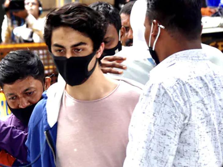 जमानत याचिका रद्द होने पर आर्यन खान को लगा है झटका, खबर सुनते ही बैरक के कोने में जाकर बैठे और साध ली थी चुप्पी|बॉलीवुड,Bollywood - Dainik Bhaskar