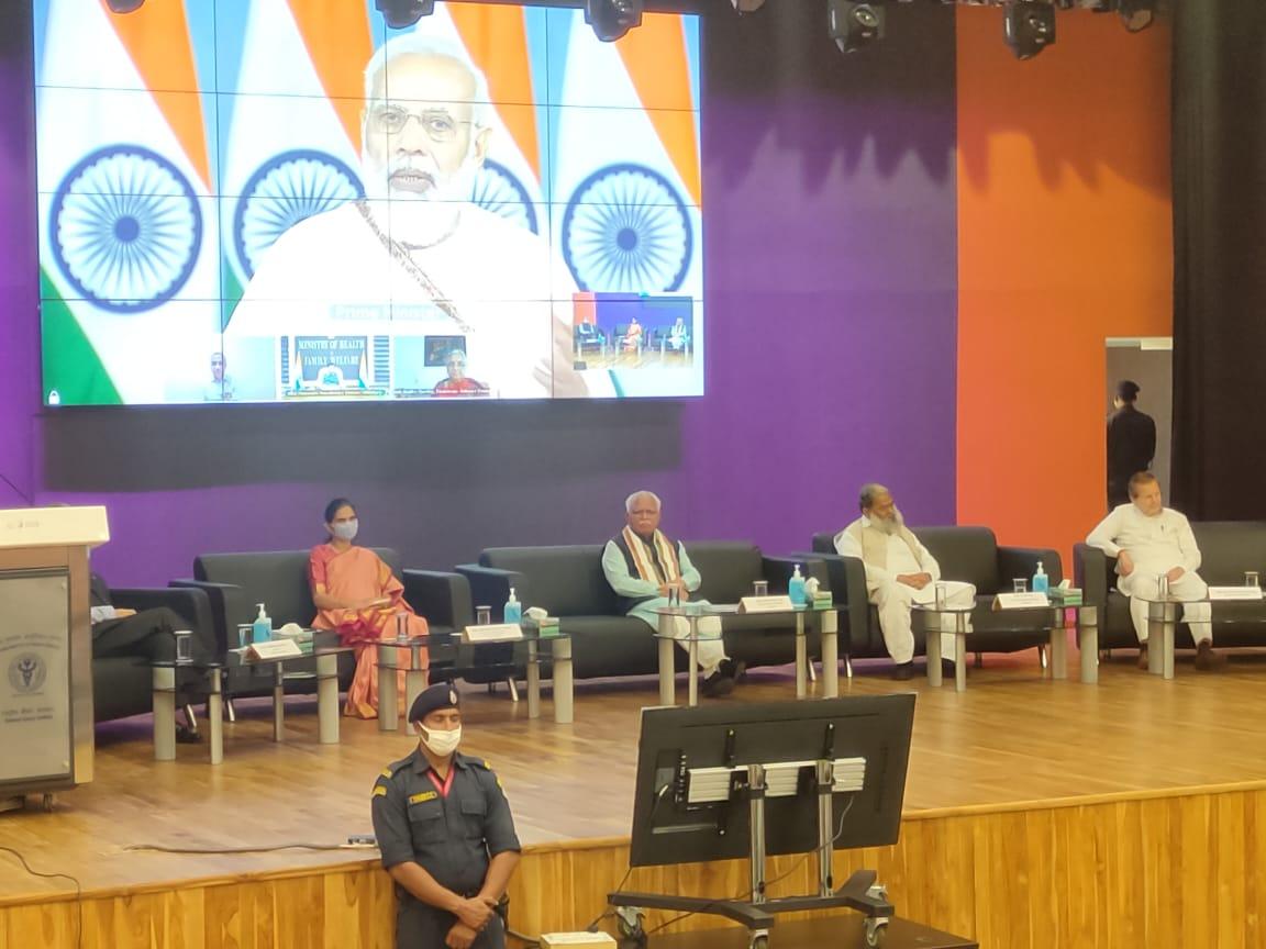 PM बोले- देश के पास 100 करोड़ वैक्सीन डोज का कवच, मरीज और रिश्तेदारों को होगी सहूलियत|देश,National - Dainik Bhaskar