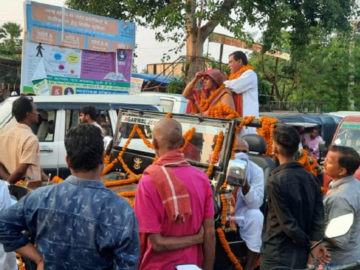 पत्नी के नामांकन के बाद खुली जीप में निकले, SDO ने गाड़ी जब्त कर अरेस्ट किया बिहार पंचायत चुनाव,Bihar Panchayat Election - Dainik Bhaskar