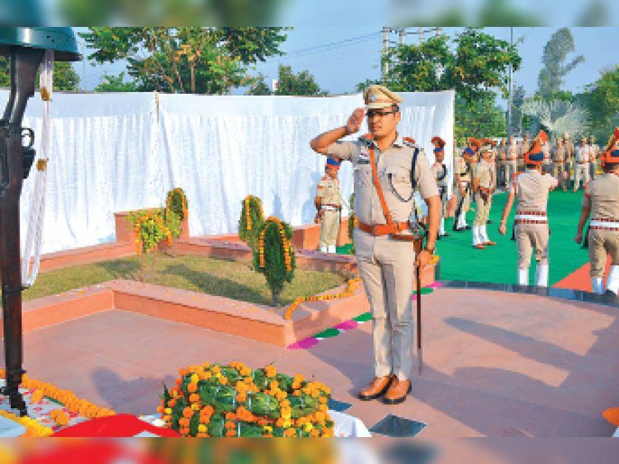 शहीदों को श्रद्धासुमन अर्पित कर नमन किया करनाल,Karnal - Dainik Bhaskar