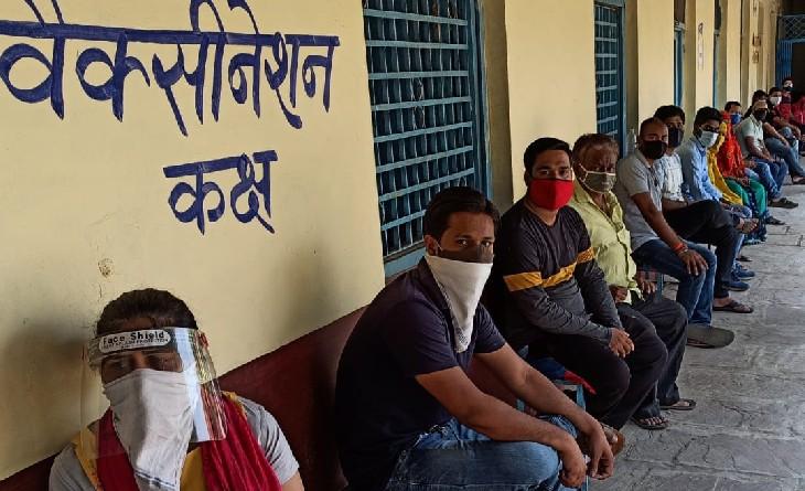 वैक्सीन का दूसरा डोज लगाने में पिछड़े, जिले में अब तक 43% लोगों को ही लगा दूसरा डोज|सागर,Sagar - Dainik Bhaskar
