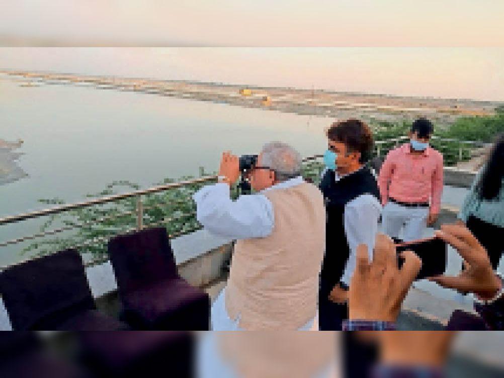 परिवार के साथ राज्यपाल सांभर झील पहुंचे, व्यवस्थाओं का जायजा लिया|जयपुर,Jaipur - Dainik Bhaskar