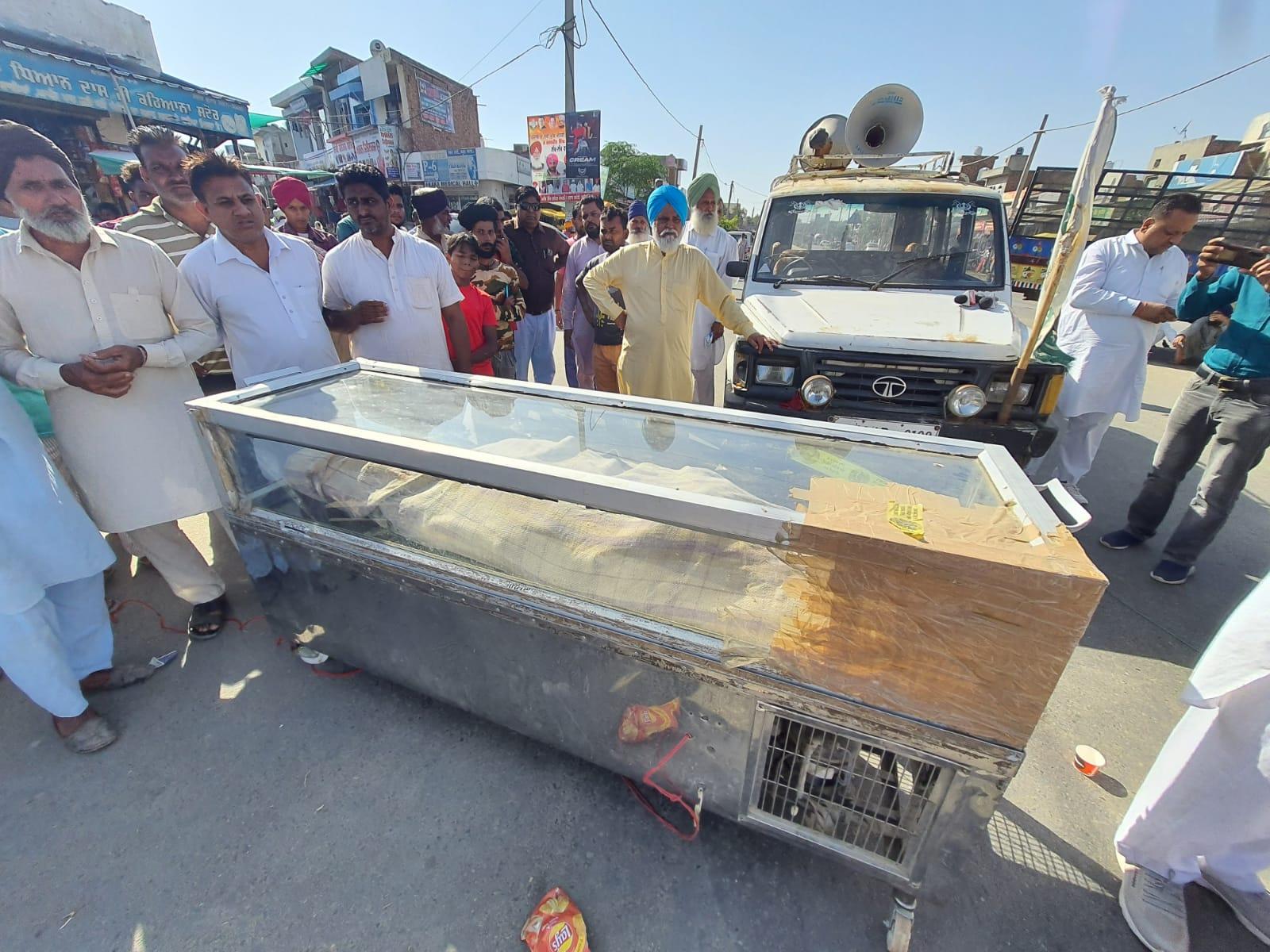 नाके पर आधे घंटे रोके रखी एंबुलेंस; चाबी निकाली, अस्पताल पहुंचने से पहले घायल ने तोड़ा दम|बठिंडा,Bathinda - Dainik Bhaskar