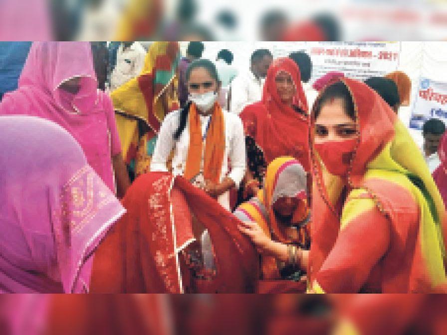 सालों बाद भींचावा की सरजू देवी काे मिला पक्का मकान, शिविर में समस्या का समाधान|नागौर,Nagaur - Dainik Bhaskar