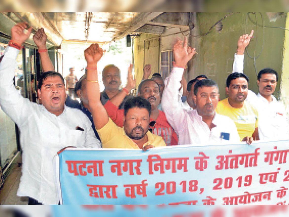 3 साल से संवेदकों को छठ घाटों की सफाई का भुगतान नहीं, नए काम से पहले उसपर बवाल|पटना,Patna - Dainik Bhaskar