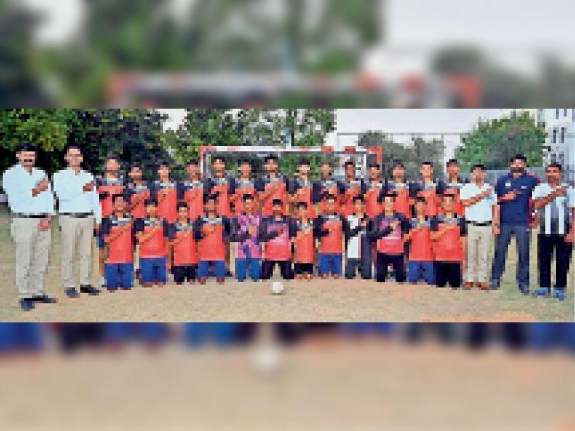 जिलास्तरीय खेलकूद प्रतियोगिता के दूसरे दिन प्रिंस एकेडमी ने 8 मैच व 19 मेडल जीते|सीकर,Sikar - Dainik Bhaskar