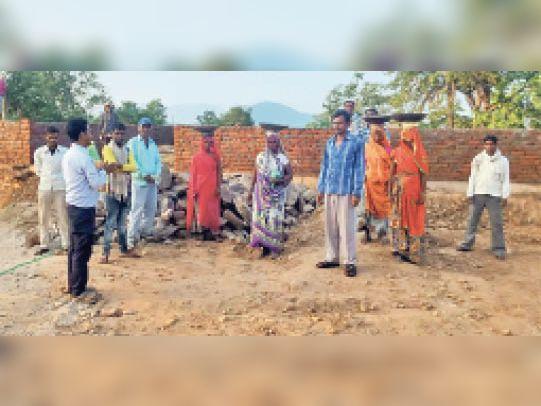 नरेगा : फलासिया की 32 पंचायतों में श्रमिकों के 2 माह की डेढ़ करोड़ मजदूरी बाकी, काम के लिए सरपंच कर रहे हाथाजोड़ी उदयपुर,Udaipur - Dainik Bhaskar