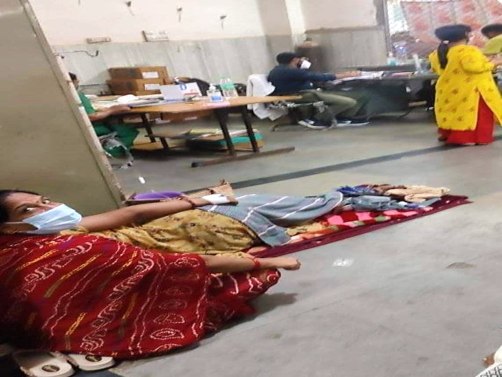 एमबी अस्पताल में वार्ड फुल, बेड के लिए मारामारी, जयपुर से आई टीम करेगी व्यवस्थाओं की समीक्षा उदयपुर,Udaipur - Dainik Bhaskar