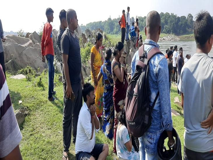 जमशेदपुर में स्कूल से भागकर नहाने गए थे तीन दोस्त, एक ने बचाई जान|जमशेदपुर (पूर्वी सिंहभूम),Jamshedpur (East Singhbhum) - Dainik Bhaskar