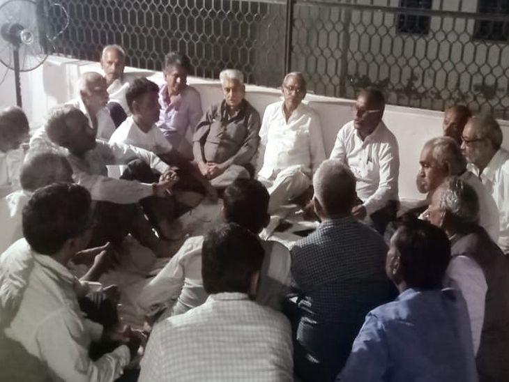 गांव-गांव घूम समिति पदाधिकारी कर रहे सामूहिक विवाह में बच्चों का विवाह करने के लिए प्रेरित|पाली,Pali - Dainik Bhaskar