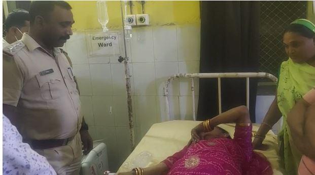 गादीपति किन्नर गौरी जान को फोन पर मिली धमकी, चेले से बचने के लिए फांसी के फंदे से लटका, पड़ौसियों ने बचाया, CI पहुंचे अस्पताल|बांसवाड़ा,Banswara - Dainik Bhaskar