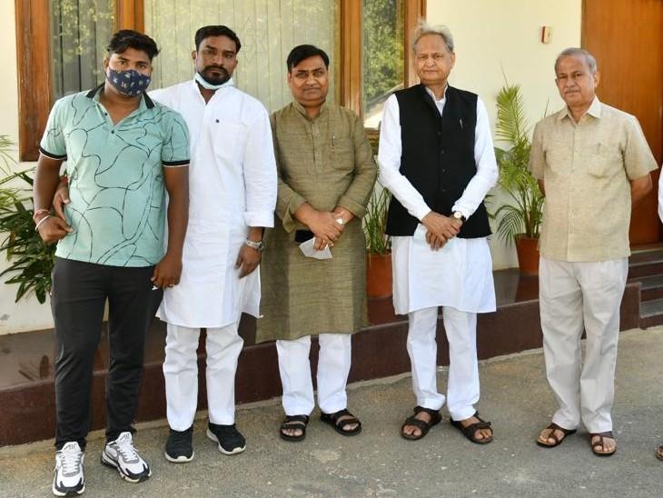 अरुण के ससुर ने कहा- हमारे परिवार से कोई व्यक्ति मुख्यमंत्री से नहीं मिला, पूरा परिवार आगरा में|भरतपुर,Bharatpur - Dainik Bhaskar