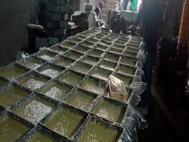 मिल्क केक बनाने वाली फैक्ट्री से घी, चीनी और सूजी के सैंपल भरे, मिलावटखोरी रोकने के लिए अभियान करनाल,Karnal - Dainik Bhaskar