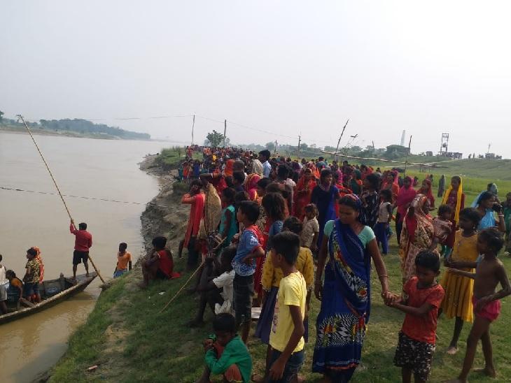मुजफ्फरपुर के औराई में पलटी नाव, गोताखोरोंऔर नाविकों ने सभी को बाहर निकाला; 3 भर्ती|मुजफ्फरपुर,Muzaffarpur - Dainik Bhaskar