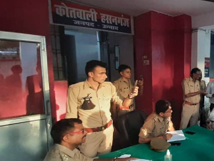 प्रेमी साथियों सहित घर में घुसकर प्रेमिका को उठा ले गया, 2 घंटे में गिरफ्तार|उन्नाव,Unnao - Dainik Bhaskar