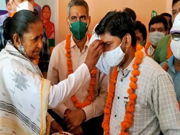 राज्य मंत्री गुलाब देवी ने 100 करोड़ वैक्सीनेशन का लक्ष्य पूर्ण होने पर दी बधाई|संभल,Sambhal - Dainik Bhaskar