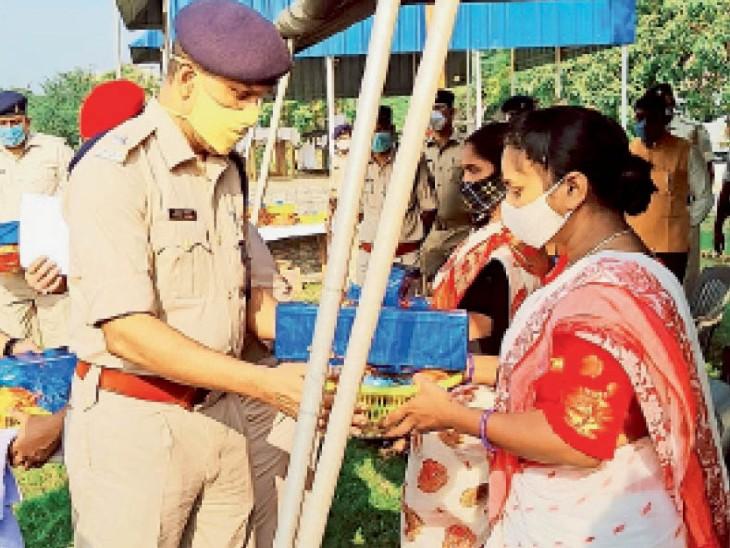 नक्सलियों से लोहा लेने के दौरान शहीद हुए जवानों को नमन, परिजनों को मिला सम्मान|जमशेदपुर (पूर्वी सिंहभूम),Jamshedpur (East Singhbhum) - Dainik Bhaskar